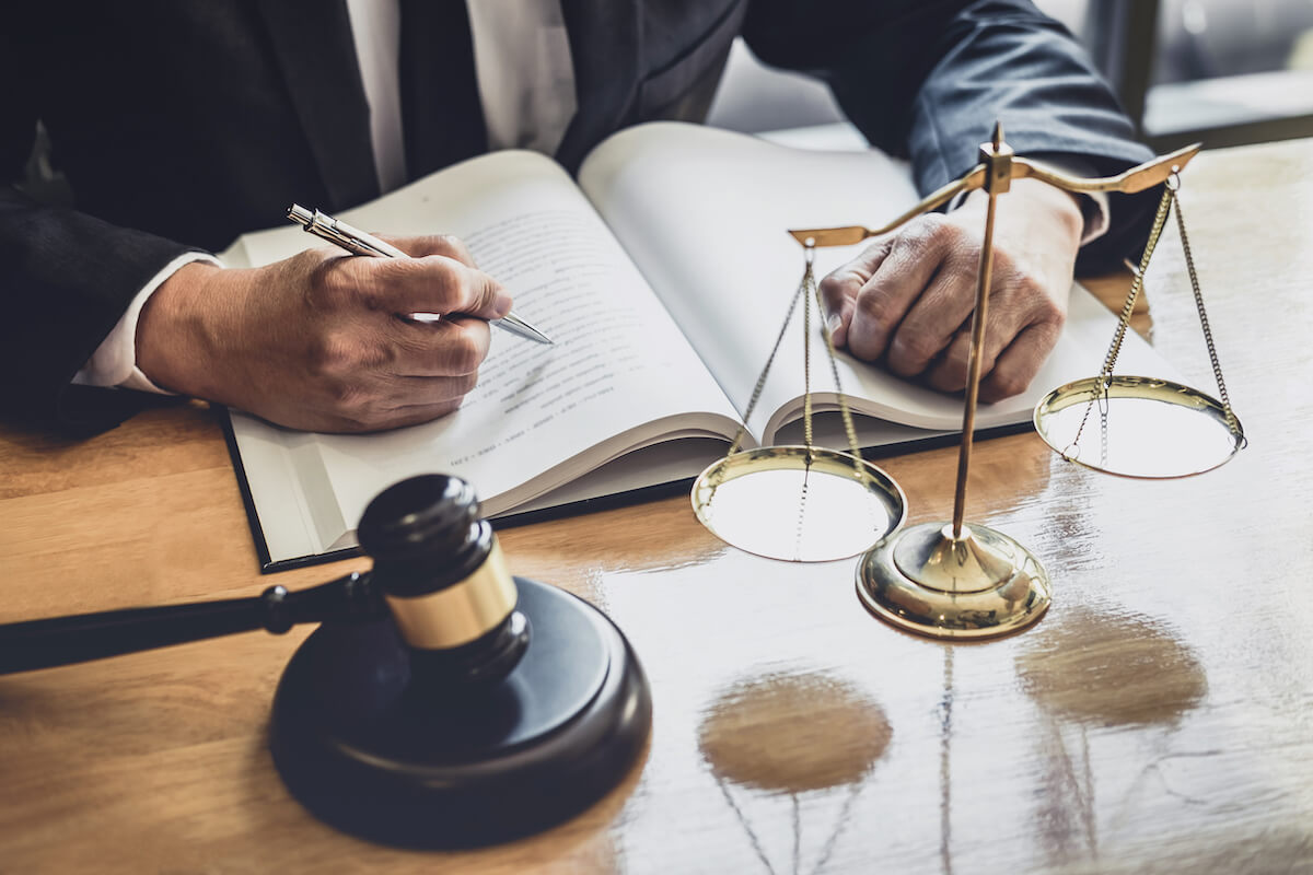 Do the Best Lawyers in Town Really Exist?